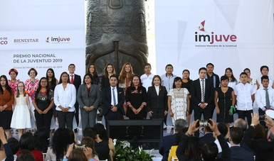 María Luisa Albores refrenda compromiso con la juventud mexicana para romper con la herencia de la pobreza