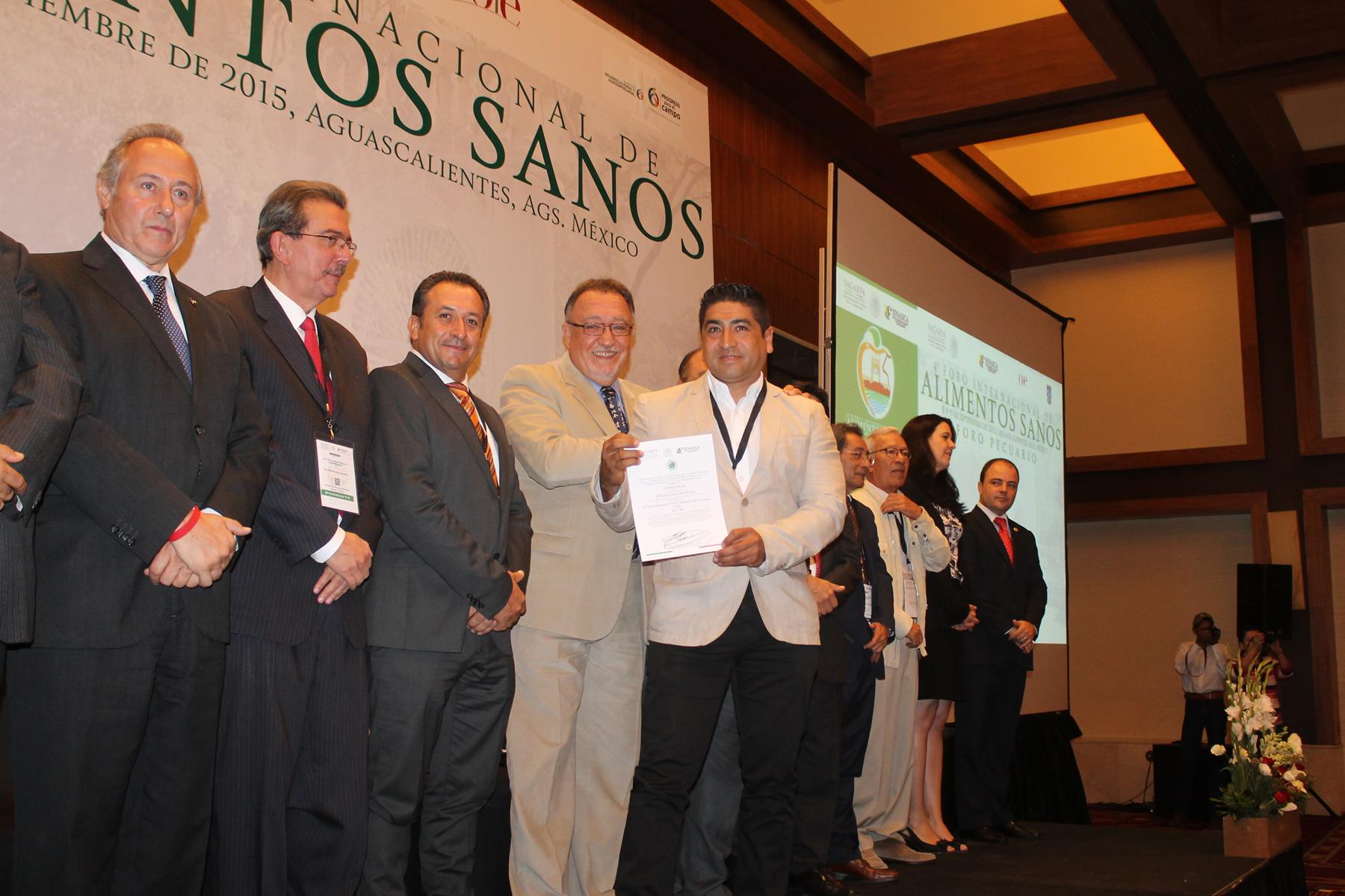 Durante la inauguración del 4º Foro Internacional de Alimentos Sanos, director en jefe del SENASICA, Enrique Sánchez Cruz, indicó que el evento es una buena oportunidad para analizar la nueva ley de inocuidad de los Estados Unidos.