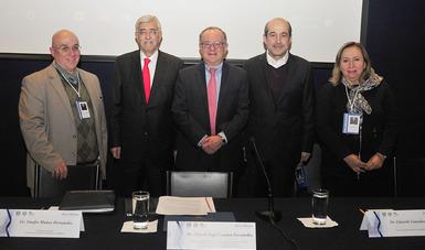 Dr. Onofre Muñoz Hernández, el Dr. Eduardo González Pier, el Dr. Gustavo Olaiz Fernández, Dra. Laura Maria Diaz Guzmán y Dr. Miguel Ángel Lezana Fernández.