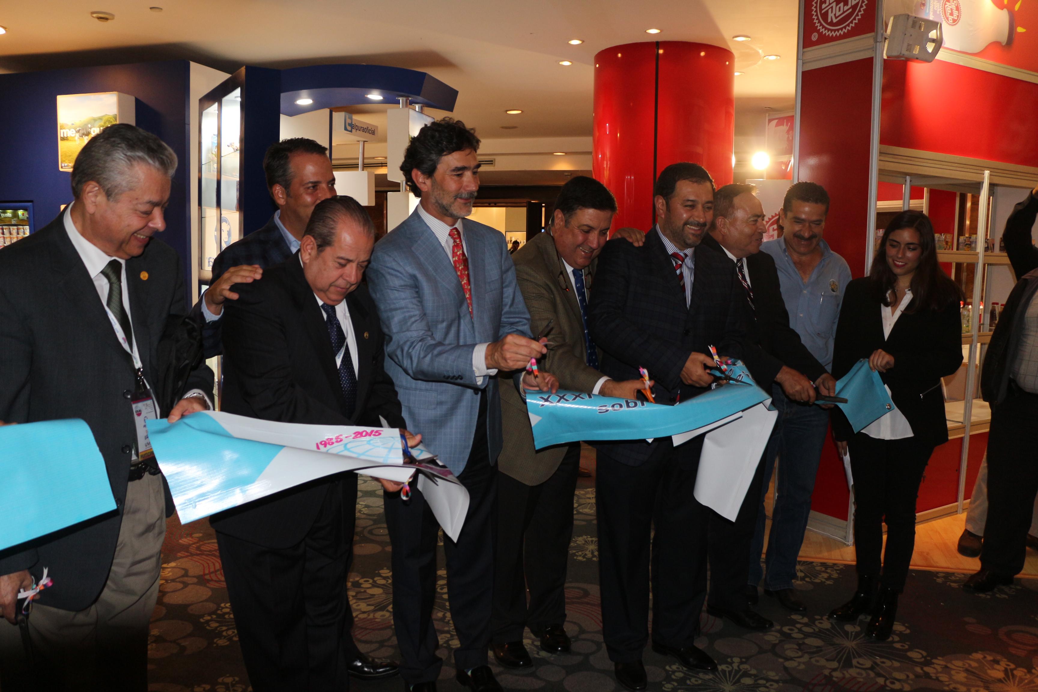 Con la representación del Presidente de la República, Enrique Peña Nieto, el coordinador general de Ganadería, Francisco Gurría Treviño, inauguró la XXXI Conferencia Internacional sobre Ganado Lechero, que se lleva a cabo en la ciudad de Guadalajara, Jal.