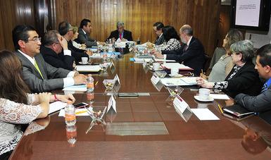 Firma del convenio de colaboración académica entre la Facultad de Derecho de la UNAM y La Comisión Nacional de Arbitraje Médico (CONAMED).