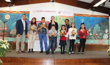 Además de un estímulo económico, a los ganadores del concurso de dibujo se les regaló una Savi, la Ardilla Forestal.