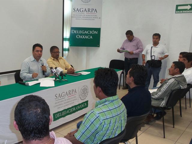 Firma SAGARPA convenios de agroproducción por más de 52 mdp con sistemas producto de Oaxaca