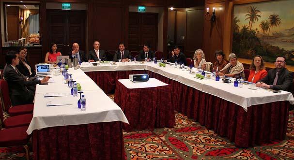 Reunión con integrantes del FMCN.