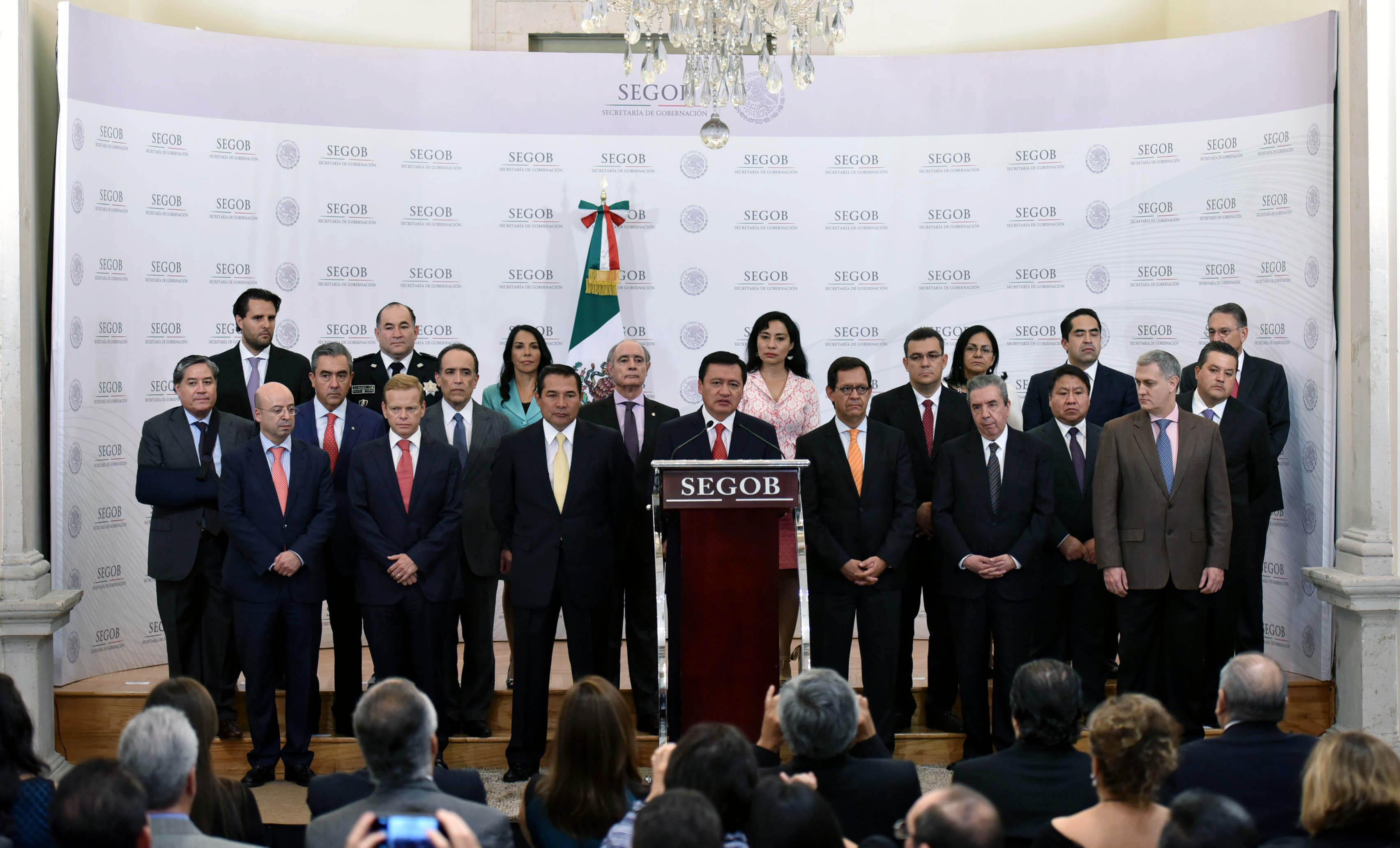 El Secretario de Gobernación, Miguel Ángel Osorio Chong, da posesión a nuevos funcionarios de la dependencia