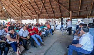 Entrega 205 motores fuera de borda y 212 dispositivos GPS a decenas de productores de Yucatán, Tabasco y Campeche, que habían sido excluidos de este tipo de incentivos.