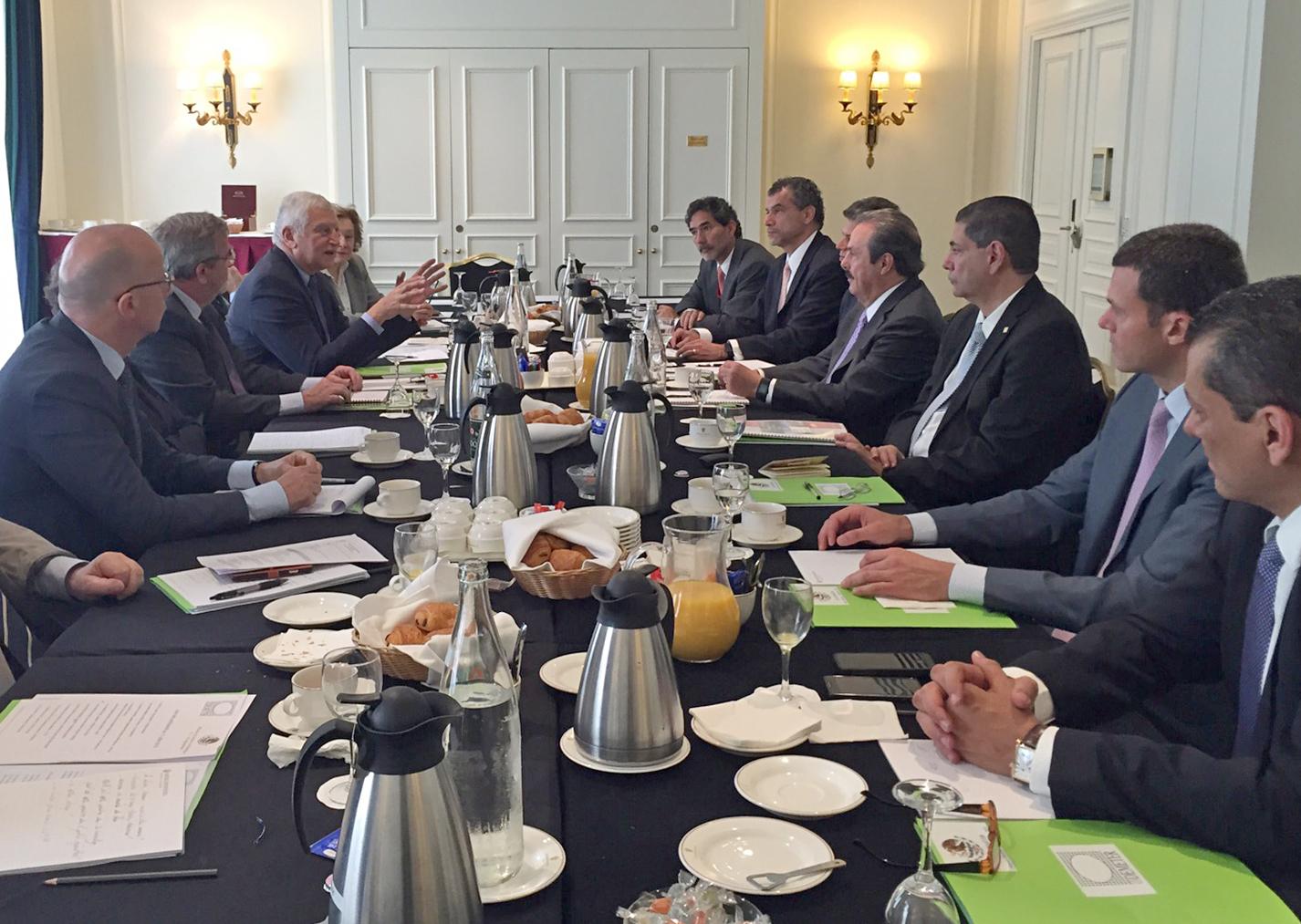 El secretario Enrique Martínez y Martínez expuso los avances en el sector agroalimentario, así como el crecimiento en el ámbito primario en este encuentro organizado por la Business France, al cual acudieron representantes de 40 empresas francesas.