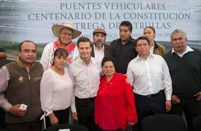 En la inauguración de dos puentes vehiculares, que van a mejorar el tránsito y van a mejorar el tráfico vehicular aquí, en Toluca, capital del Estado de México.