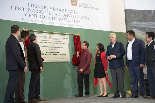 """""""Los puentes que hoy inauguramos van hacer más rápido el tránsito por esta zona, pero sobre todo más segura, y sobre todo hacia una zona o una región aquí, del Municipio de Toluca""""."""