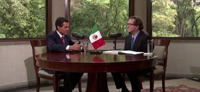 Entrevista por Óscar Mario Beteta, en la Residencia Oficial de los Pinos. El Universal
