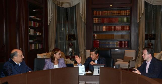 El primer mandatario se reunió con Claudia Ruiz Massieu; Francisco Guzmán Ortiz; y  Carlos de Icaza González, en la Residencia Oficial de Los Pinos.