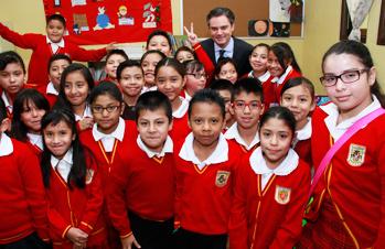 Dialoga secretario de Educación Pública con maestros, alumnos y padres de familia de escuela de la ciudad de México