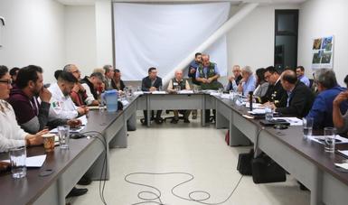 Toledo Manzur escuchó las demandas de los pescadores.
