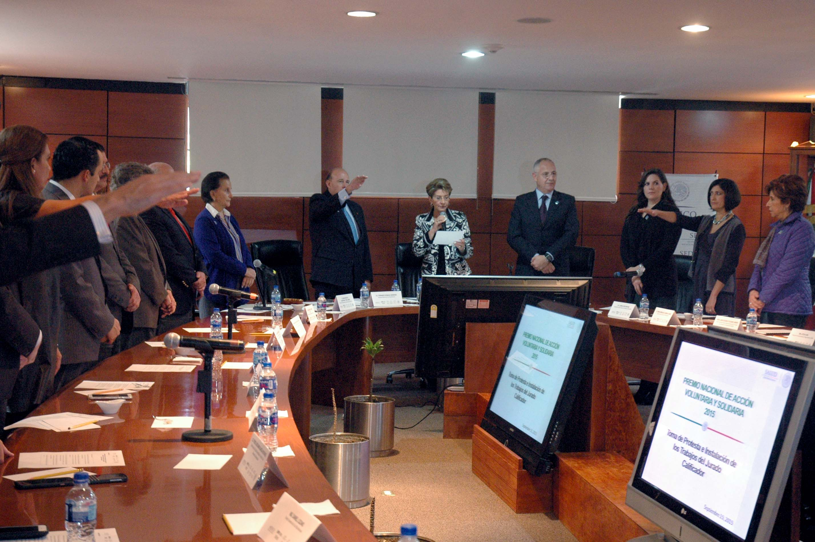 La Secretaria de Salud, Mercedes Juan, hizo un reconocimiento a quienes han participado en este galardón.