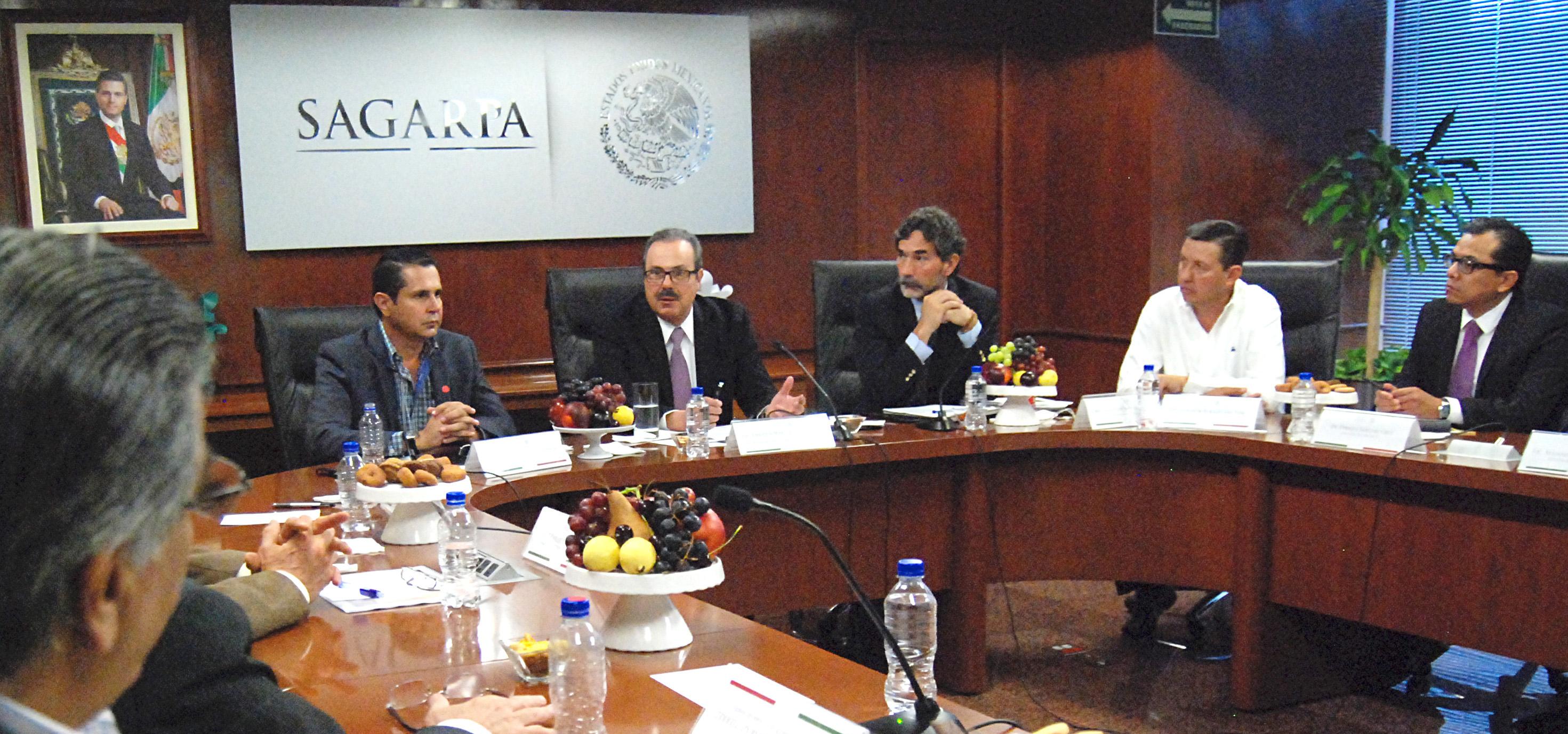 Durante una reunión de trabajo con productores y empresarios de la Organización de Porcicultores del País (OPORPA), el titular de la SAGARPA señaló que para el Gobierno de la República el sector agropecuario y pesquero es estratégico y prioritario.