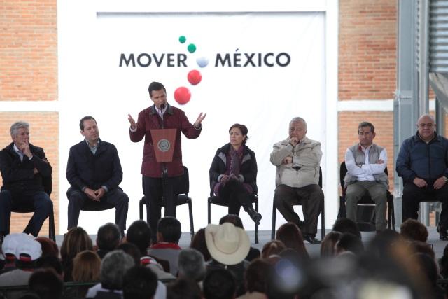 El Presidente Enrique Peña Nieto y la Secretaria de Desarrollo Social, Rosario Robles Berlanga durante la inauguración del segundo almacén granelero de Diconsa