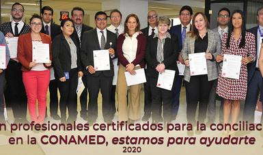 """Las y los conciliadores médicos y jurídicos de la Comisión Nacional de Arbitraje Médico (CONAMED), certificados en """"Solución de Conflictos Mediante Técnicas de Neuro-Negociación""""."""