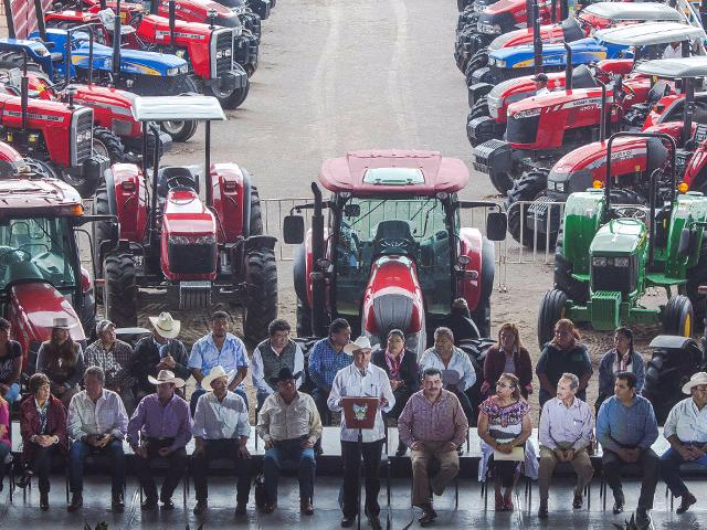 En una de las primeras iniciativas acordadas con el Presidente Enrique Peña Nieto para elevar la capacidad productiva en el campo mexicano, se dará inicio a la operación de 800 centros de producción de fertilizantes orgánicos en el país.