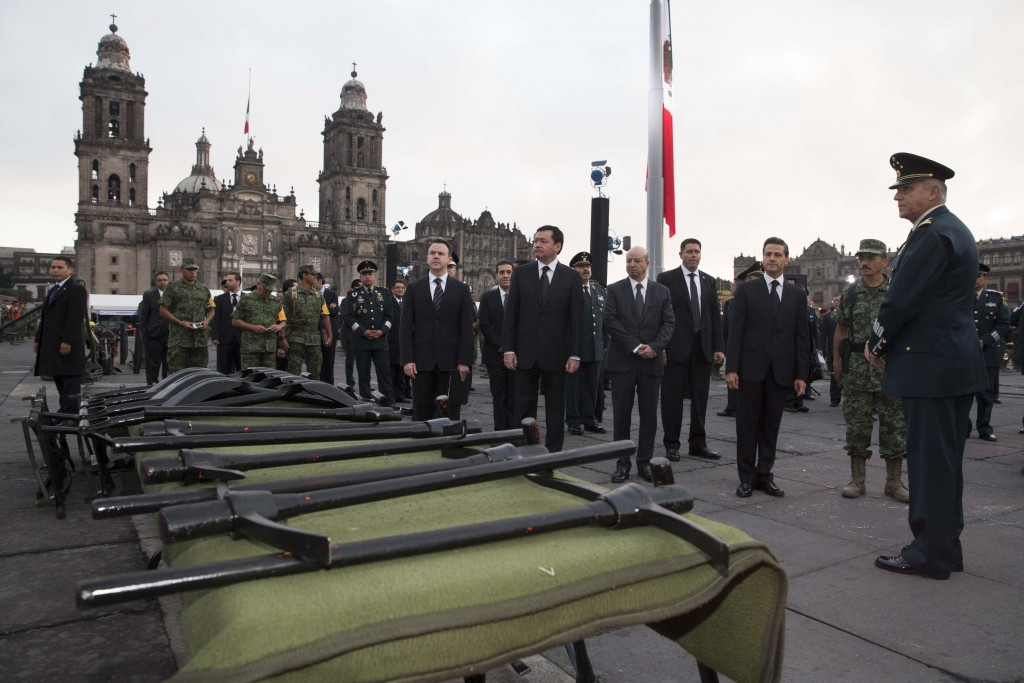Visitó la exhibición de equipos de rescate y salvamento instalada en la Plaza de la Constitución.