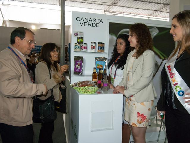 La SAGARPA impulsó la participación de productores y agroempresarios mexicanos en Expo Alimentaria Perú 2015, evento en el que reportaron ventas por alrededor de 425 millones de pesos en el corto, mediano y largo plazos.