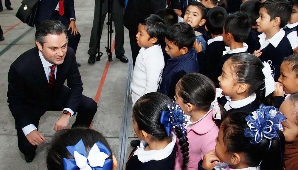 Participación del secretario de Educación Pública, Aurelio Nuño Mayer, en su visita a la Escuela Primaria Dr. Agustín Rivera de la ciudad de México, donde dialogó con alumnos, profesores y padres de familia