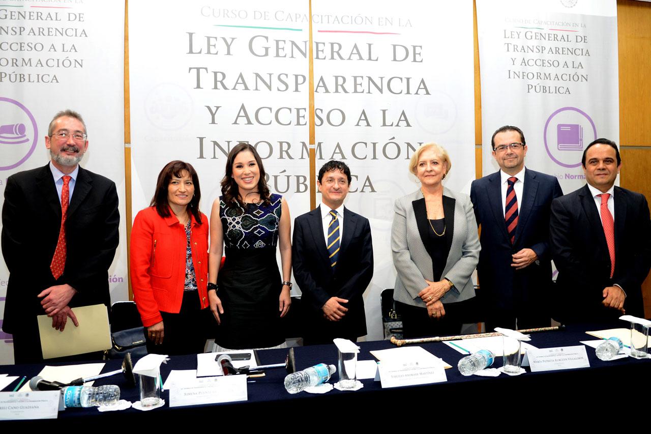 Anuncio del inicio de los cursos de capacitación para toda la Administración Pública Federal en materia de la nueva Ley General de Transparencia y Acceso a la Información Pública.