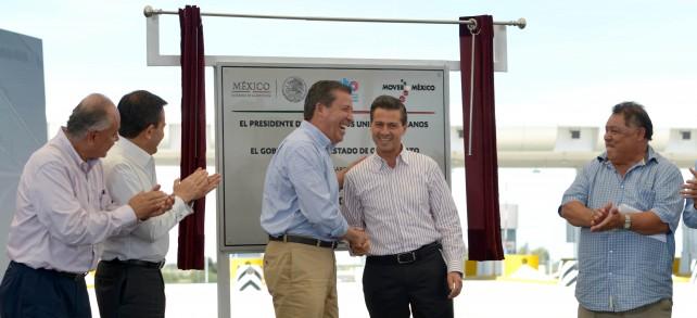 El Primer Mandatario con el maestro Miguel Márquez Márquez, Gobernador del Estado de Guanajuato.