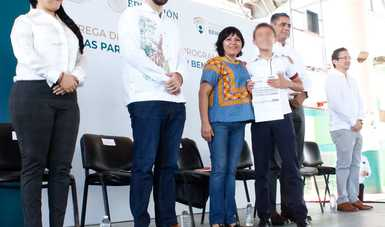 Se entregan 1,070 becas Benito Juárez a estudiantes del Instituto Campechano