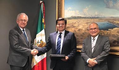 El Secretario de Comunicaciones y Transportes, Javier Jiménez Espriú, recibió al Ejecutivo de Programas Espaciales de la División de Sistemas Avanzados de Exploración de NASA HQ, Andrés Martínez, quien reconoció, especialmente, al talento de la juventud.
