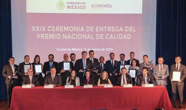 La Secretaría de Economía y representantes de Consejos y Cámaras Empresariales reconocen a organizaciones con el Premio Nacional de Calidad