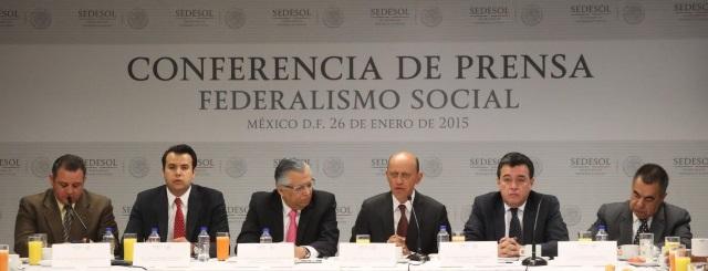 """Durante una conferencia de prensa ofrecida con el tema del """"Federalismo Social"""", el Subsecretario de la Sedesol enfatizó que gracias al trabajo coordinado de los tres órdenes de gobierno, se logra una mezcla de recursos por casi 60 mil millones de pesos"""