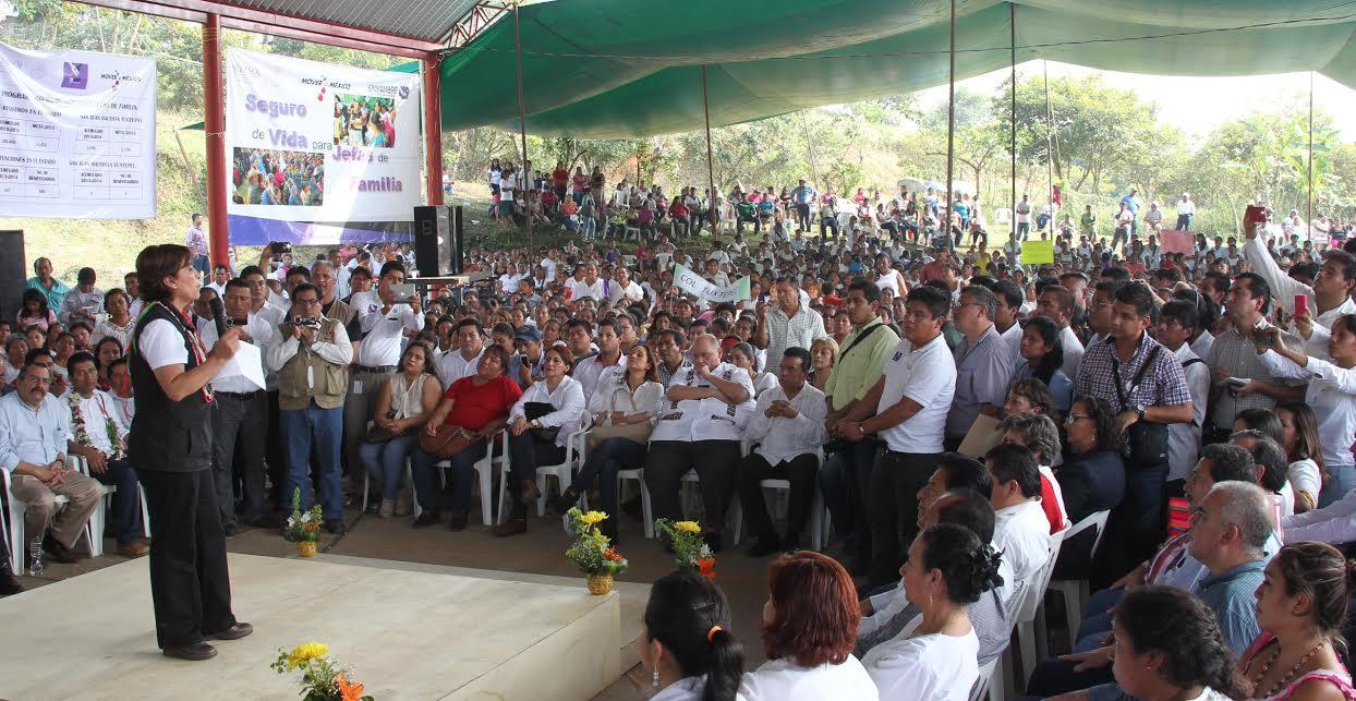 Para consolidar un México en paz e incluyente hay que sacar del rezago a miles de familias de Oaxaca, Guerrero y Chiapas, dice ante familias de Tuxtepec, Oaxaca.
