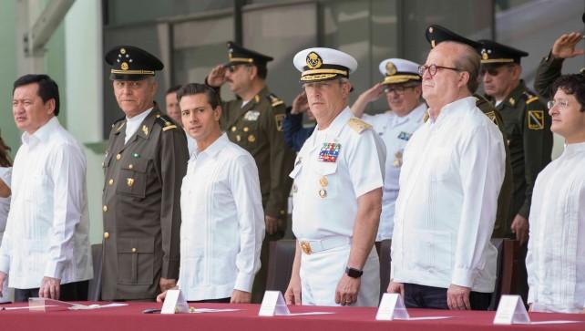 Quienes sirven a México desde la noble carrera de las armas son hombres y mujeres profundamente comprometidos con los más altos intereses de la nación, señaló el Primer Mandatario.