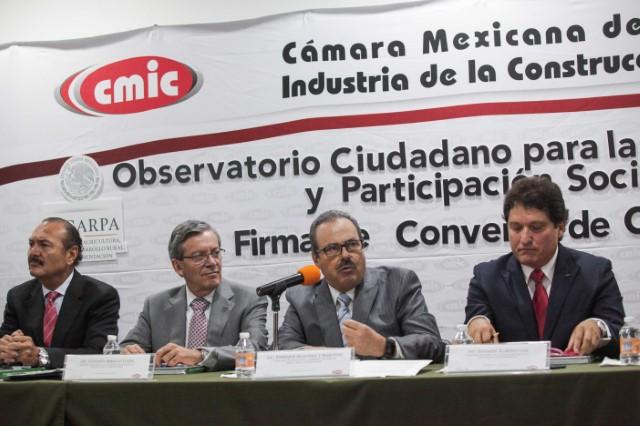 A dignificar la política y combatir la corrupción, llamó el secretario Enrique Martínez y Martínez durante la firma de un Convenio de Colaboración entre la SAGARPA y la Cámara Mexicana de la Industria de la Construcción (CMIC).