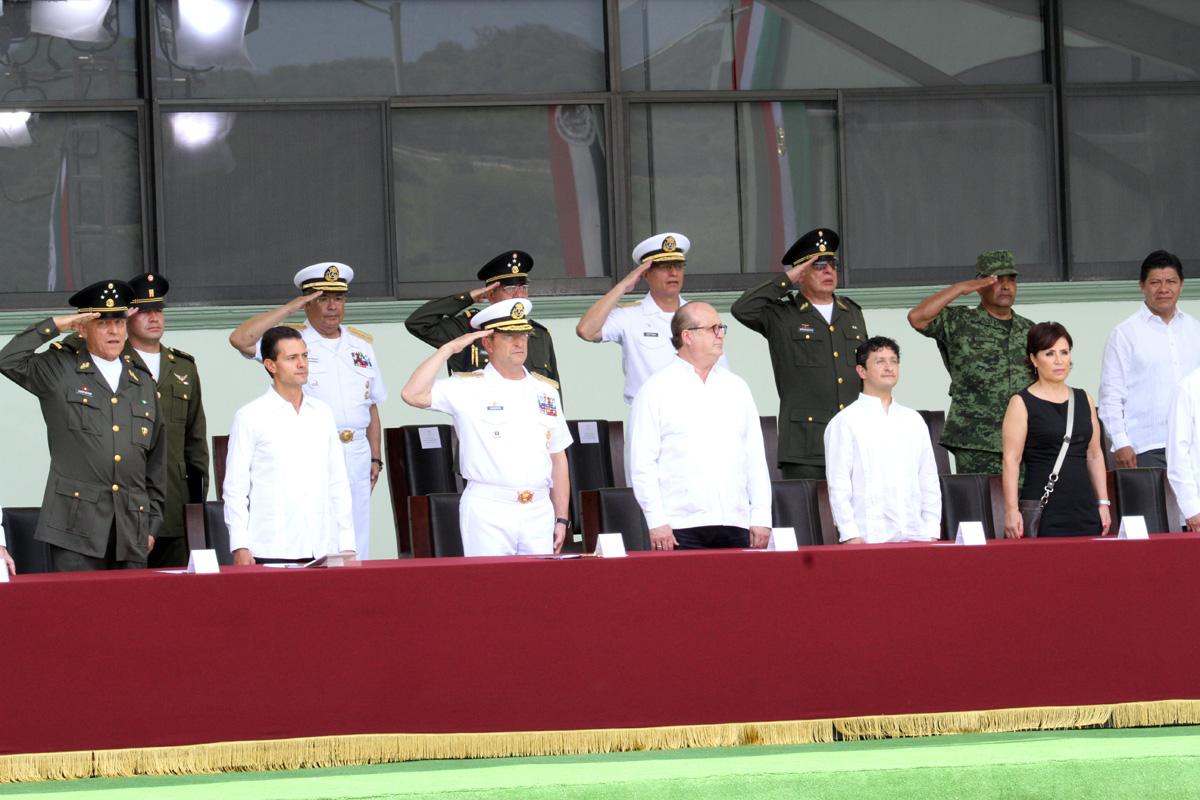 La Titular de SEDATU, Rosario Robles Berlanga forma parte del presídium de la ceremonia presidencial.
