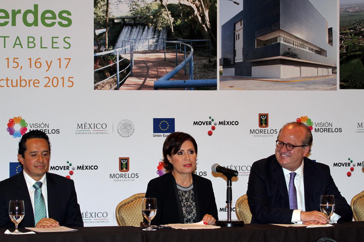La titular de SEDATU, Rosario Robles Berlanga, se acompaña del gobernador de Morelos, Graco Ramírez Garrido y del titular de la SEMARNAT,  Rafael Pacchiano Alamán.