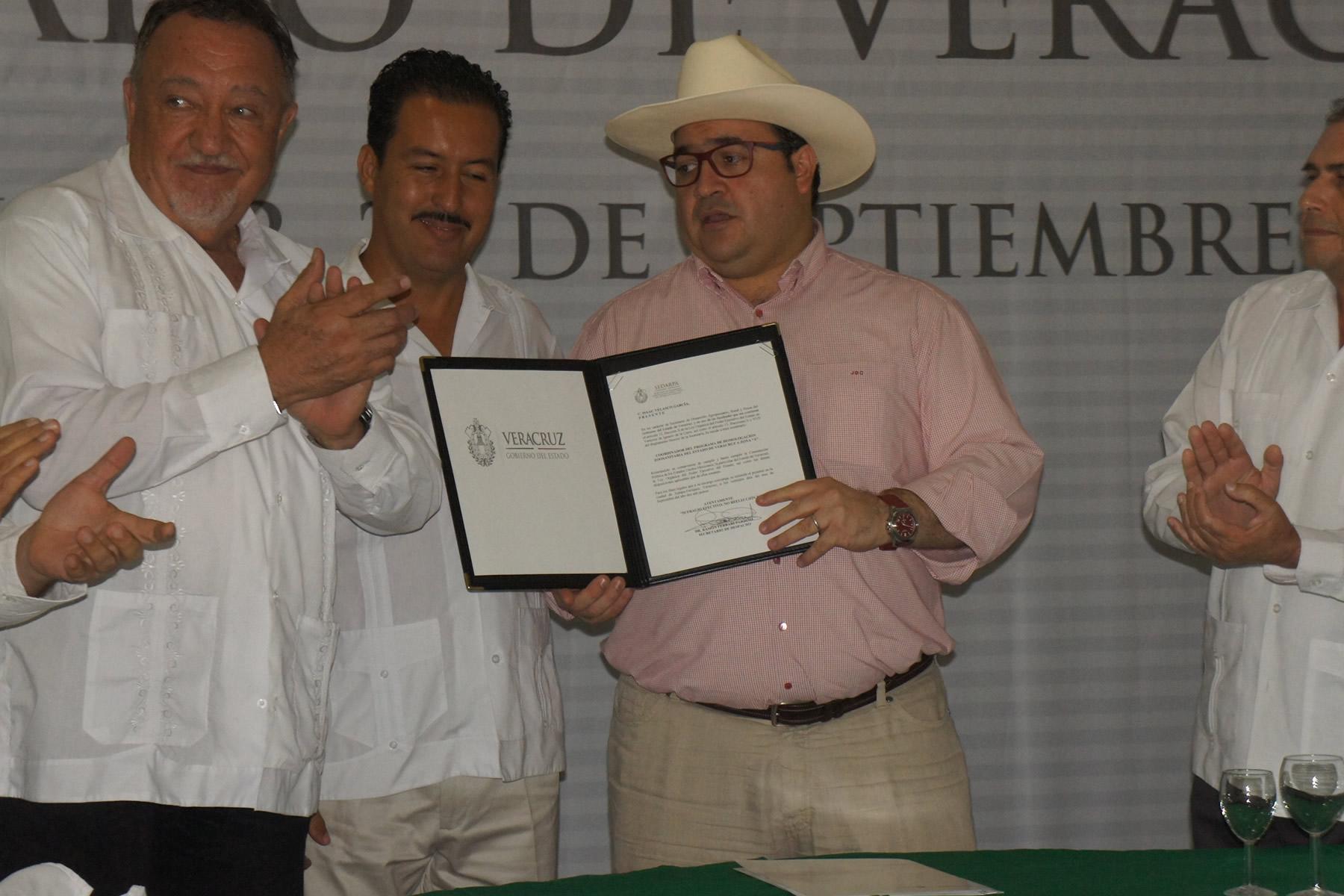 El propósito es que todo el estado eleve su estatus al de Modificado Acreditado –con el que cuentan actualmente 165 municipios del centro y norte de Veracruz—, lo que les permite exportar ganado en pie a Estados Unidos.