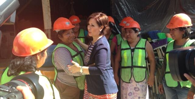 La Secretaria Robles con mujeres de Guerrero