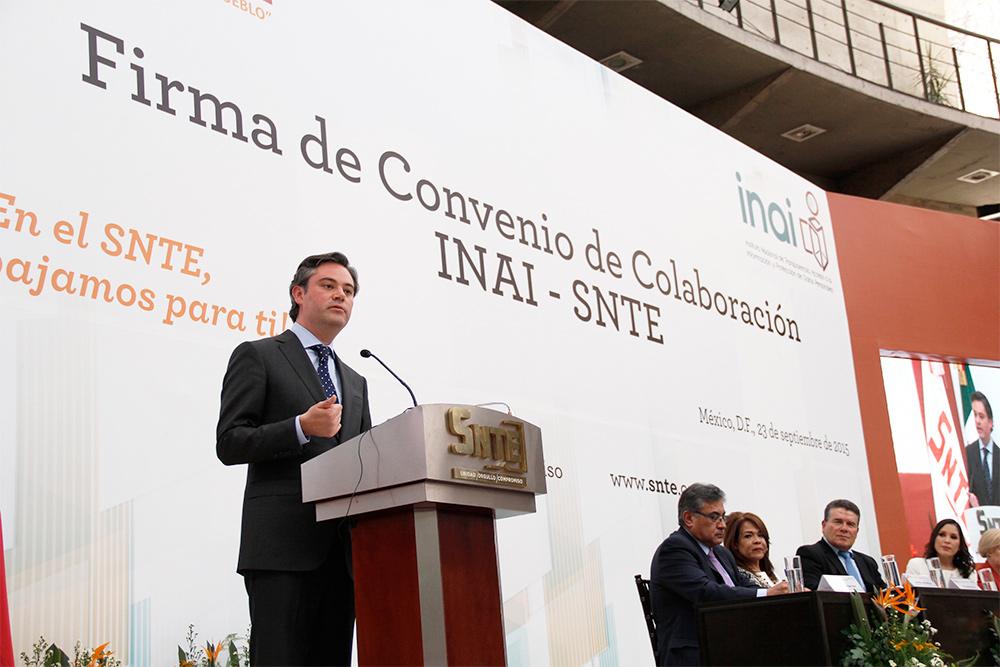 Participación del secretario de Educación Pública, Aurelio Nuño Mayer, en la firma de convenio entre el SNTE y el INAI