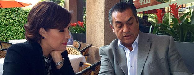 La Titular de SEDATU, Rosario Robles Berlanga conversa con el gobernador electo de Nuevo León, Jaime Rodríguez Calderón.