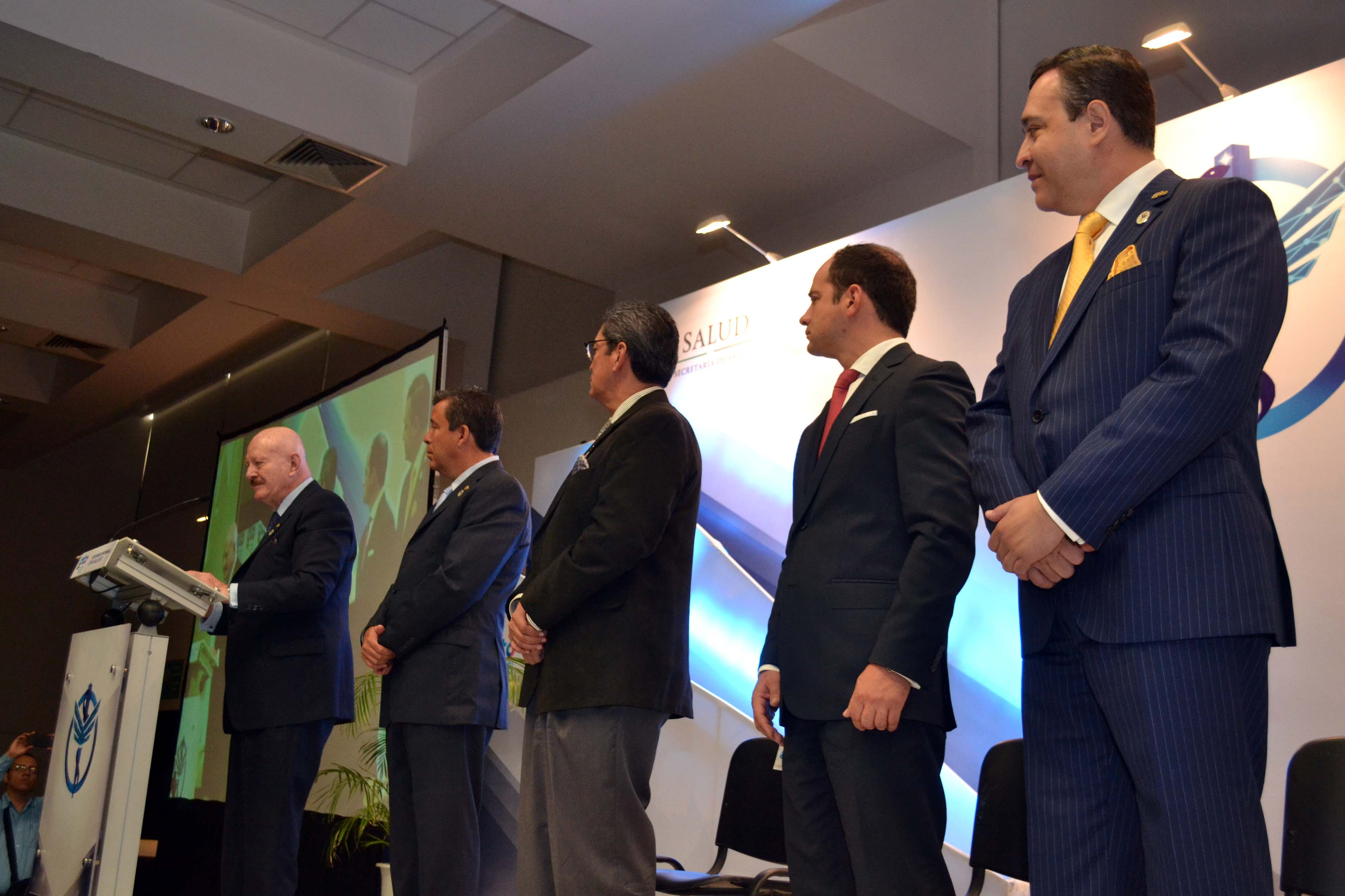 """El doctor Manuel Mondragón y Kalb Inauguró el Primer Coloquio Integral en Salud """"Pasos firmes hacia la cobertura universal""""."""