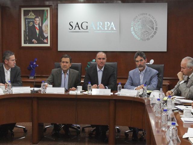 El secretario Calzada y el secretario Guajardo comentaron con los representantes de la cadena productiva nacional de la leche la importancia de trabajar conjuntamente para el cierre de la negociación del Acuerdo de Asociación Transpacífico.