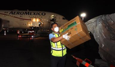 México recibe vuelo número 14 de China con equipo e insumos médicos para combate a COVID-19
