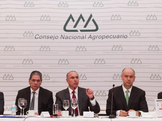 Con acciones concertadas entre todos los actores del sector agropecuario y pesquero se organizará el trabajo, las políticas públicas y los programas para dignificar y potenciar el desarrollo del campo mexicano, afirmo José Calzada Rovirosa.