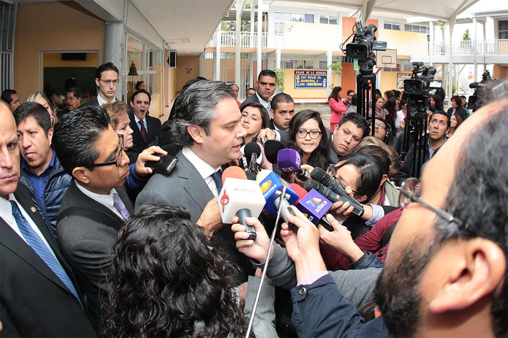"""Entrevista al secretario de Educación Pública, Aurelio Nuño Mayer, al término de la visita en a la escuela primaria """"Mi Patria es Primero"""""""