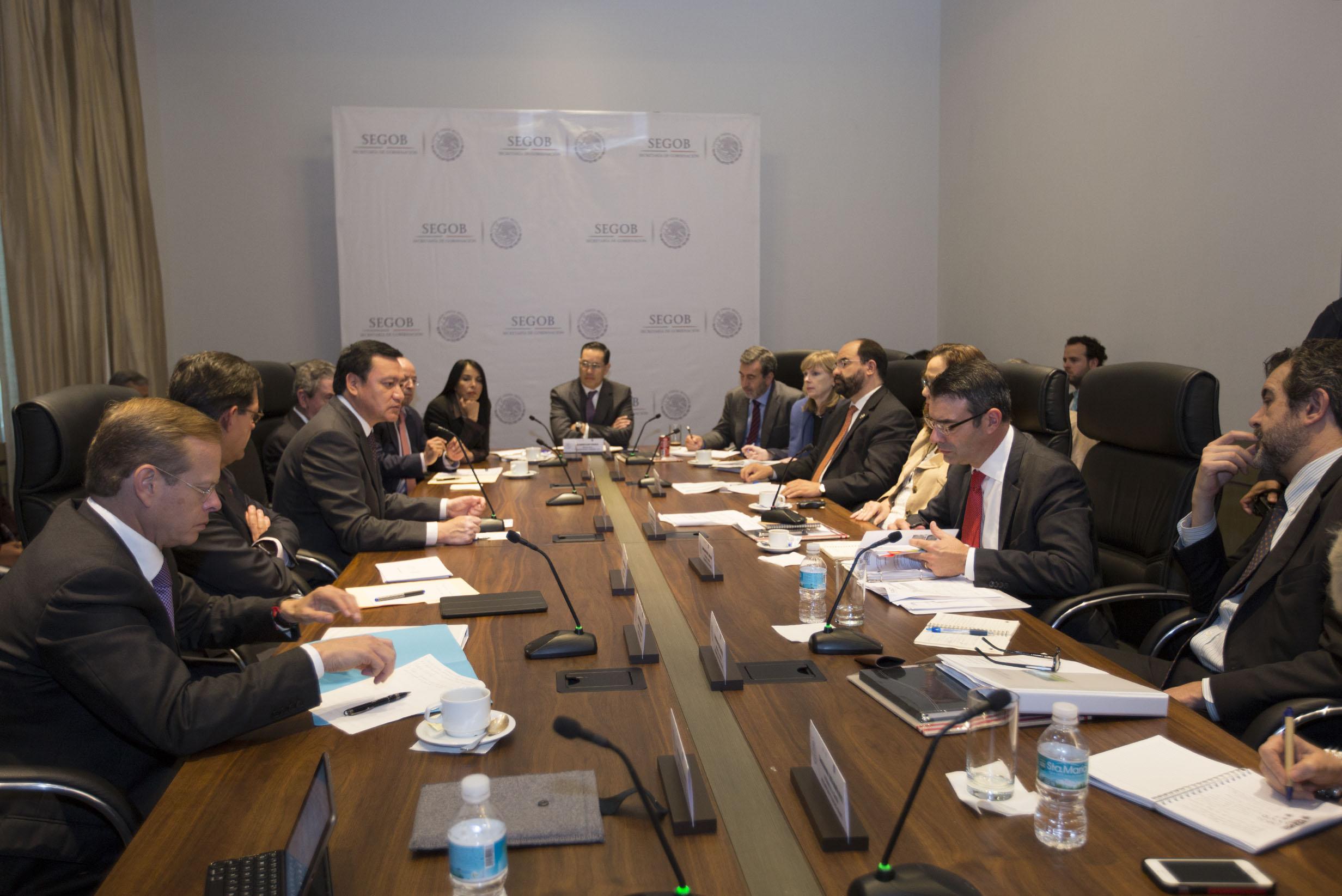 El Secretario de Gobernación, Miguel Ángel Osorio Chong, se reunió con el pleno de la Comisión Interamericana de Derechos Humanos en las instalaciones de esta dependencia