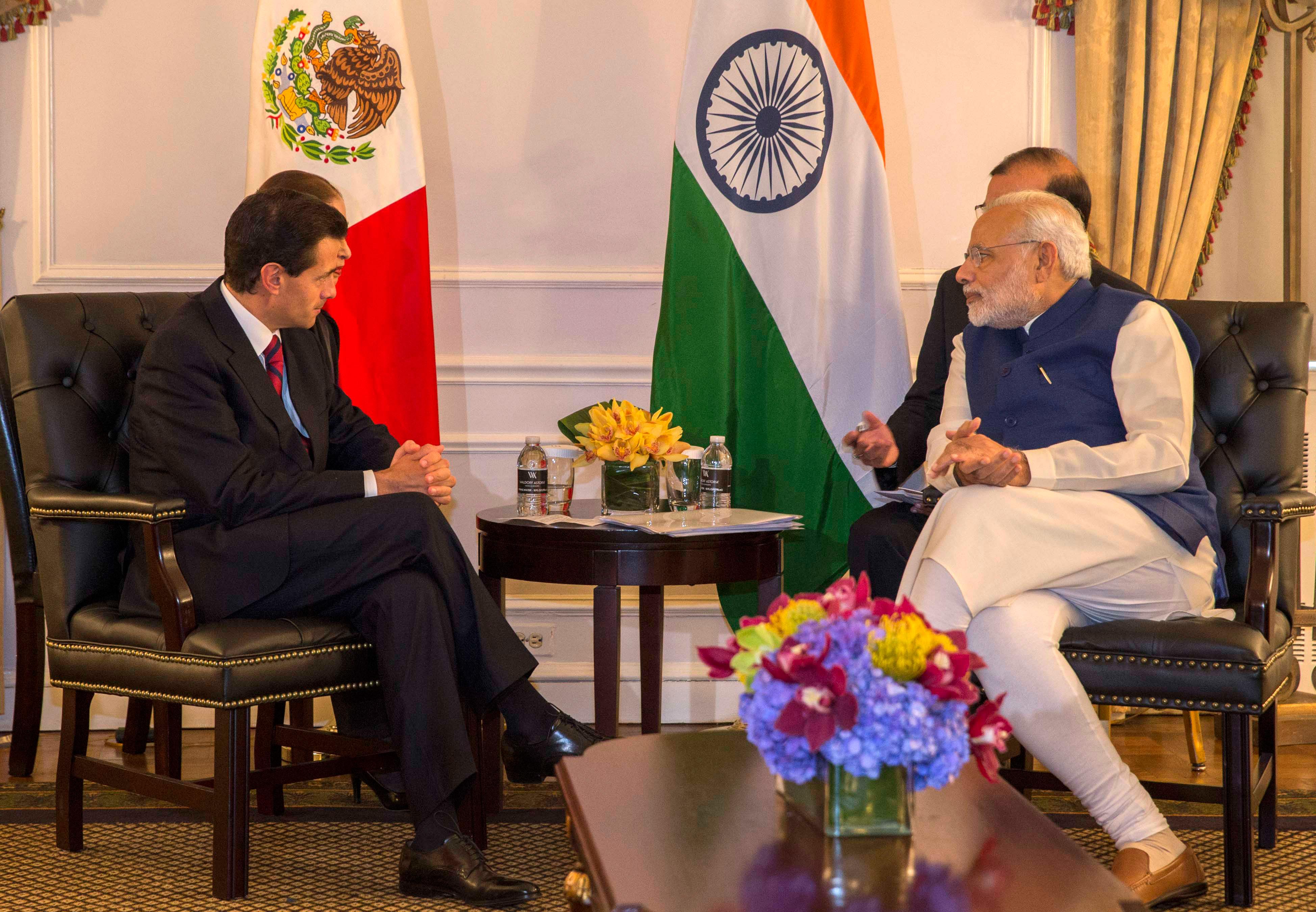 El Primer Ministro invitó al Mandatario mexicano a realizar una visita a su país y le expresó su interés de promover mayores inversiones en varias áreas económicas en México.