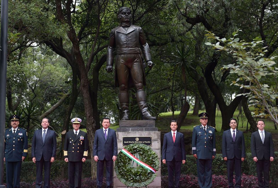El Presidente Peña Nieto acompañado por integrantes de su Gabinete Legal y Ampliado, así como por el Presidente de la Conferencia Nacional de Gobernadores (Conago) y Gobernador del Estado de México, Eruviel Ávila Villegas.