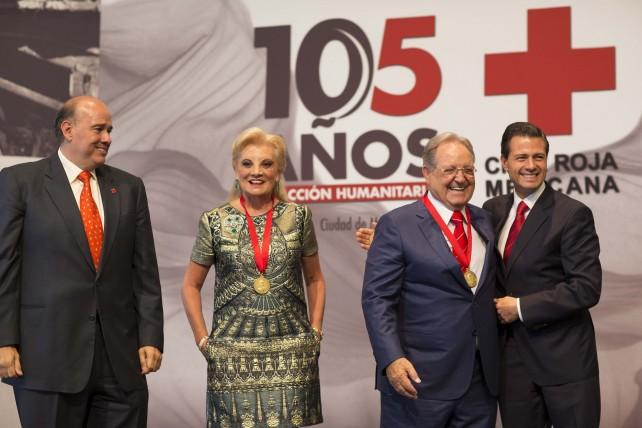 En el marco de los 105 años de fundación de la Cruz Roja Mexicana se rindió un homenaje a don Olegario Vázquez Raña.