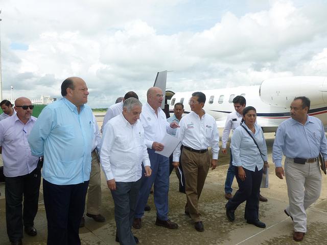 El Secretario Guerra se reunió con los técnicos de PEMEX que trabajan en el control del Terra 123